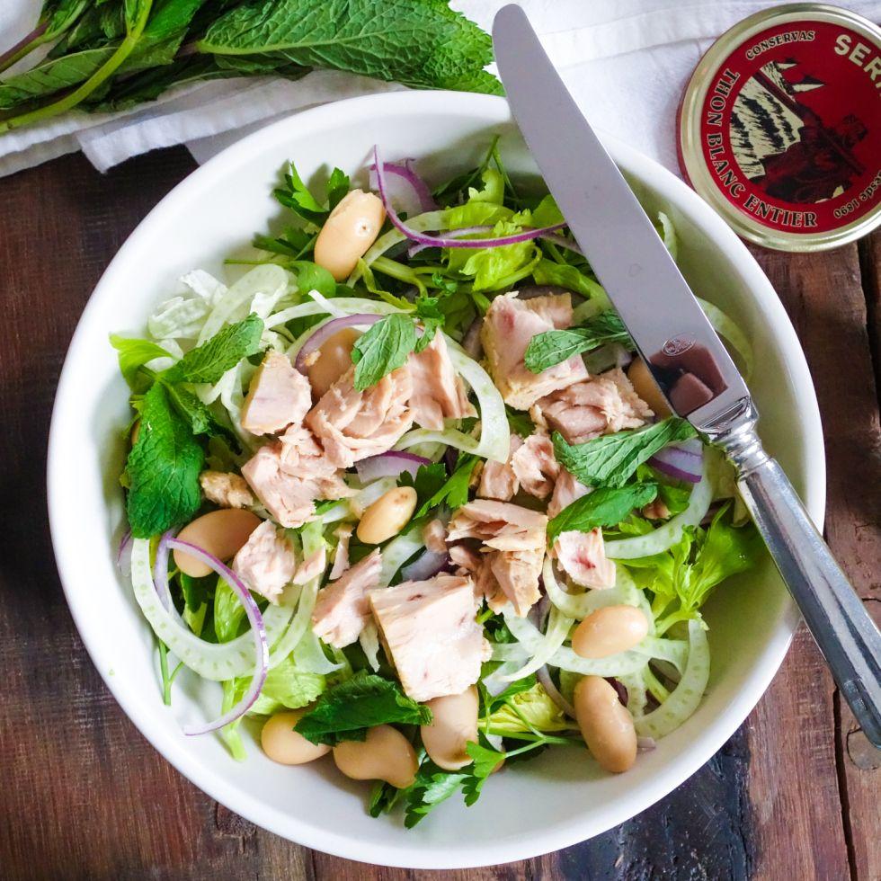 Italian Tuna Salad // feastofgreen.com