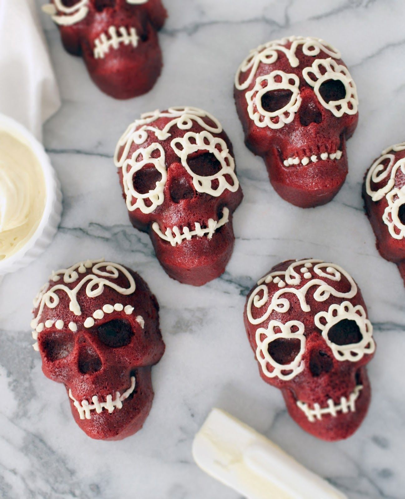 Here's the recipe for preparing these scary mexican skulls cakes! #recipe #scary #mexican #skulls #cakes