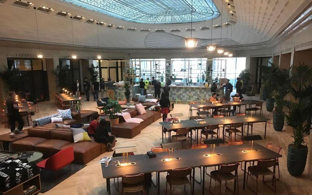 le plus grand espace de coworking de paris vient d ouvrir ses portes espace de coworking. Black Bedroom Furniture Sets. Home Design Ideas