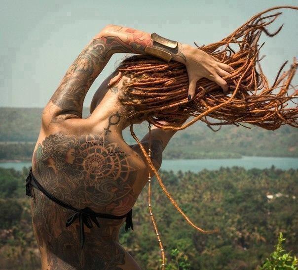 Je suis la Sauvage | Cheveux sauvages, Idées de coiffures, Dreads
