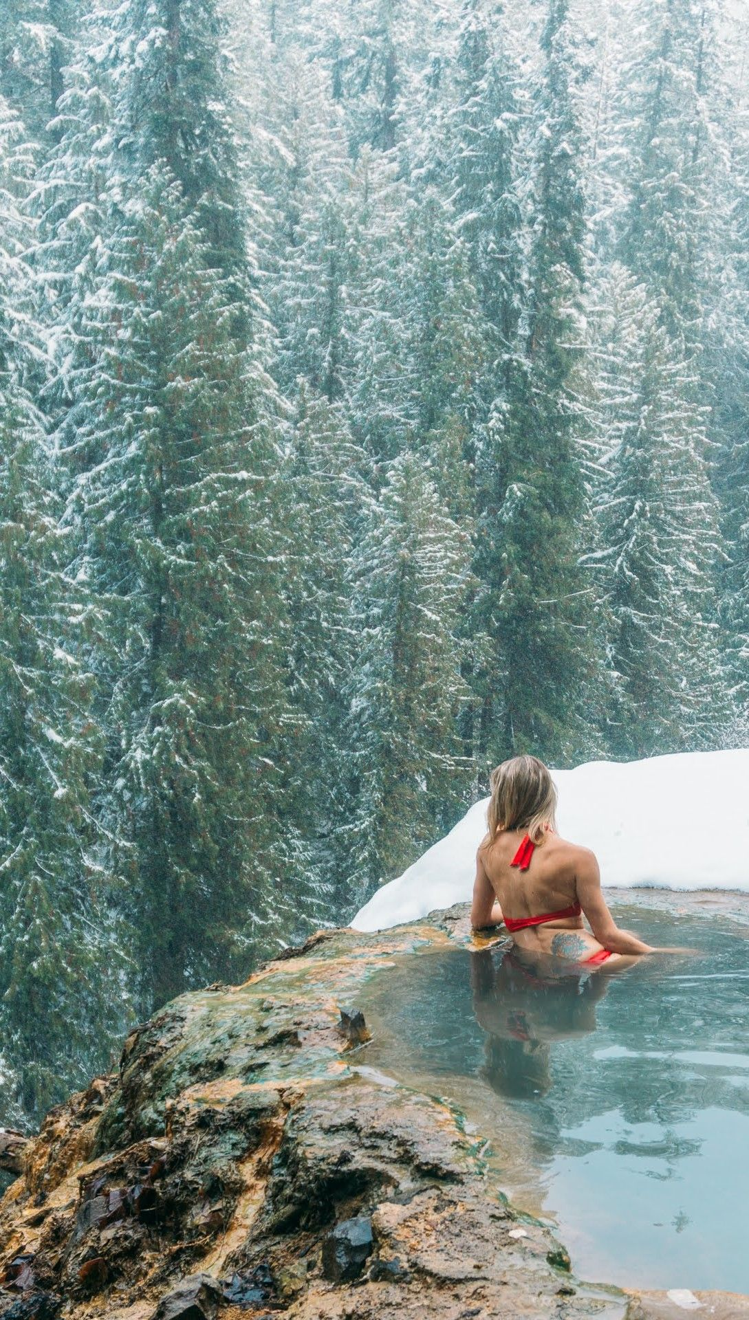 Relaxing at the hidden Umpqua hot springs in Oregon, a traveler's paradise