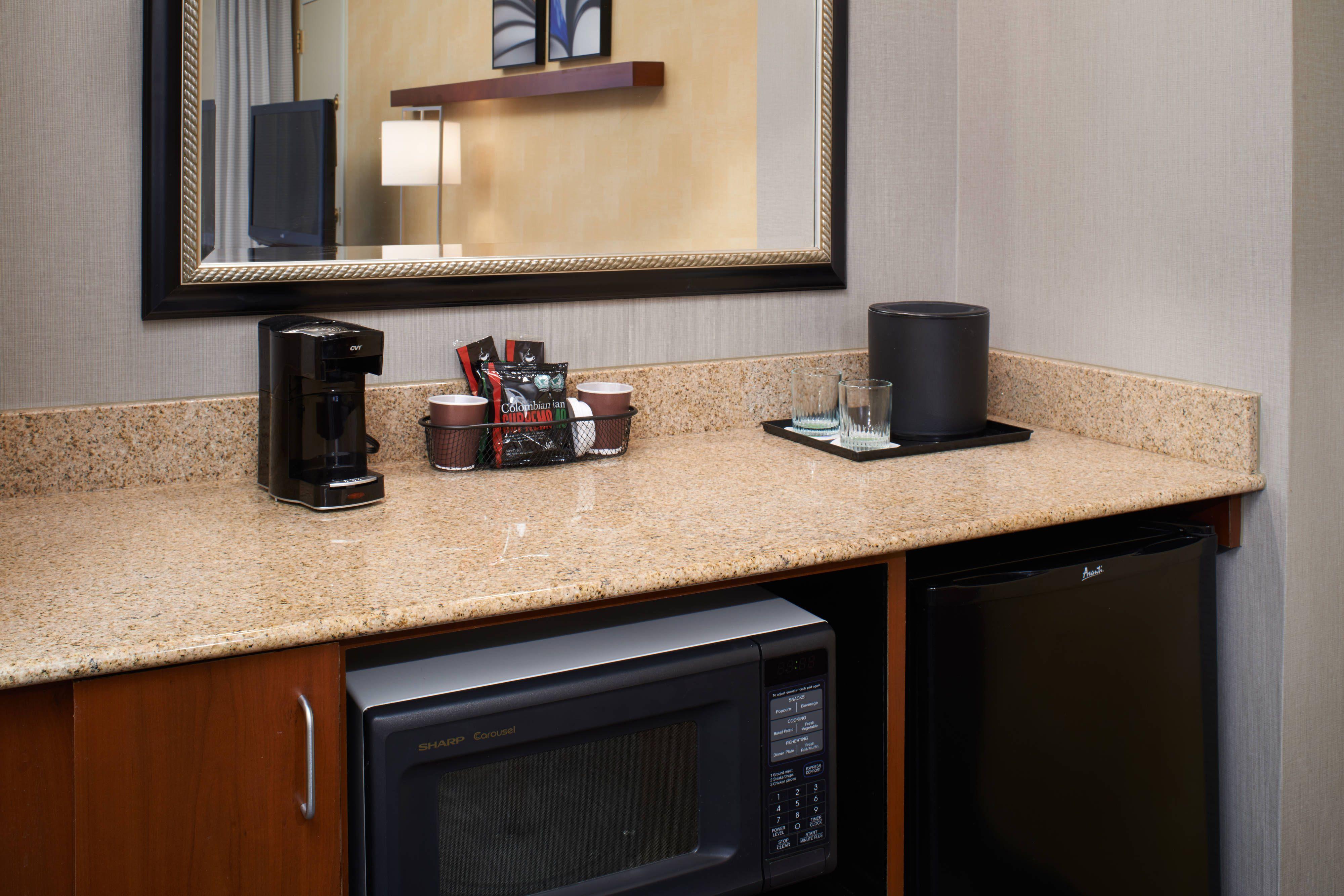 Courtyard detroit livonia suite modern room kitchen