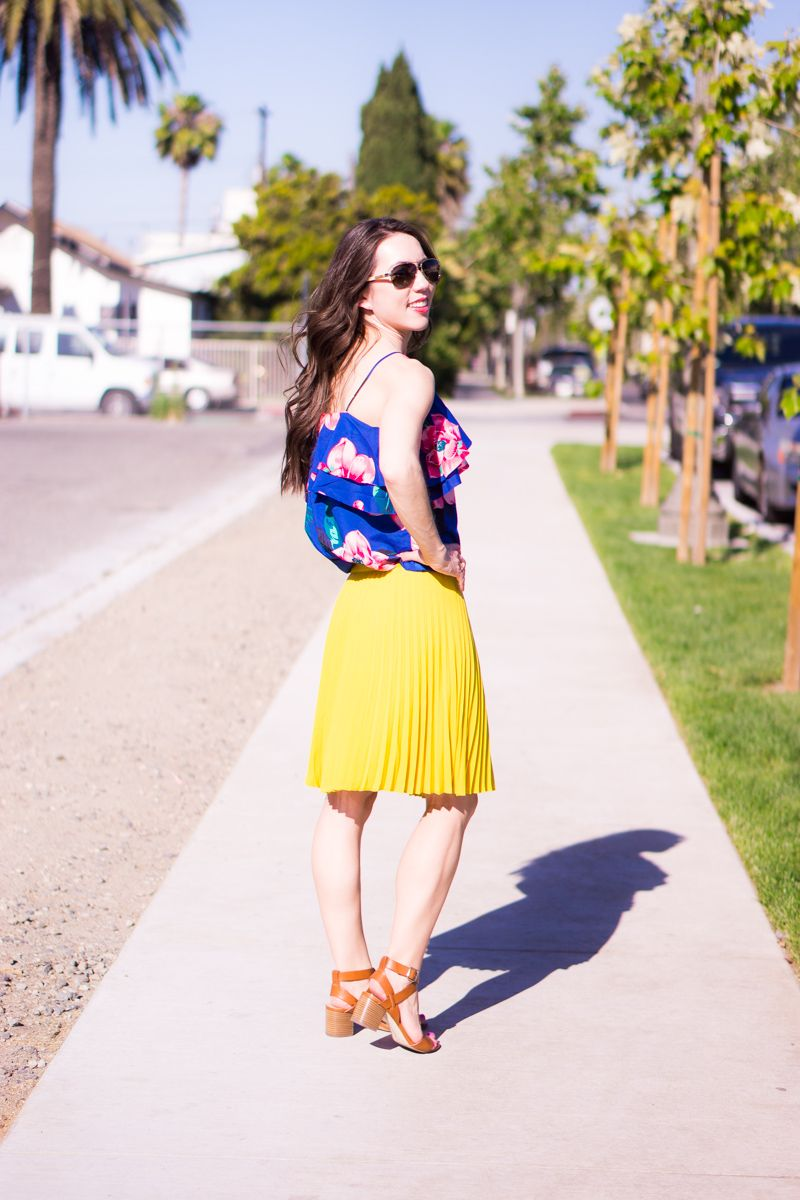 7fe4883b93 LOFT petite pleated yellow skirt petite 00 | Banana Republic floral cold  shoulder ruffle top blue white | Petite fashion | Petite Style | M. Gemi  Attorno ...