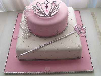 beautiful cake for the birthday princess! I THINK THIS IS THE PRINCESS CAKE I'LL MAKE IN MARCH.