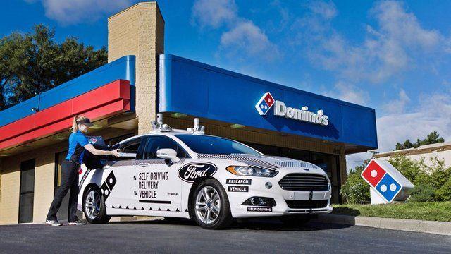 شرکت فورد با همکاری پیتزافروشی زنجیره ای دامینوز دست به یک ابتکار جدید و جالب زده و از خودروهای بدون سرنشین برای تحویل پیتزا به مشت Ford Fusion Michigan Ford