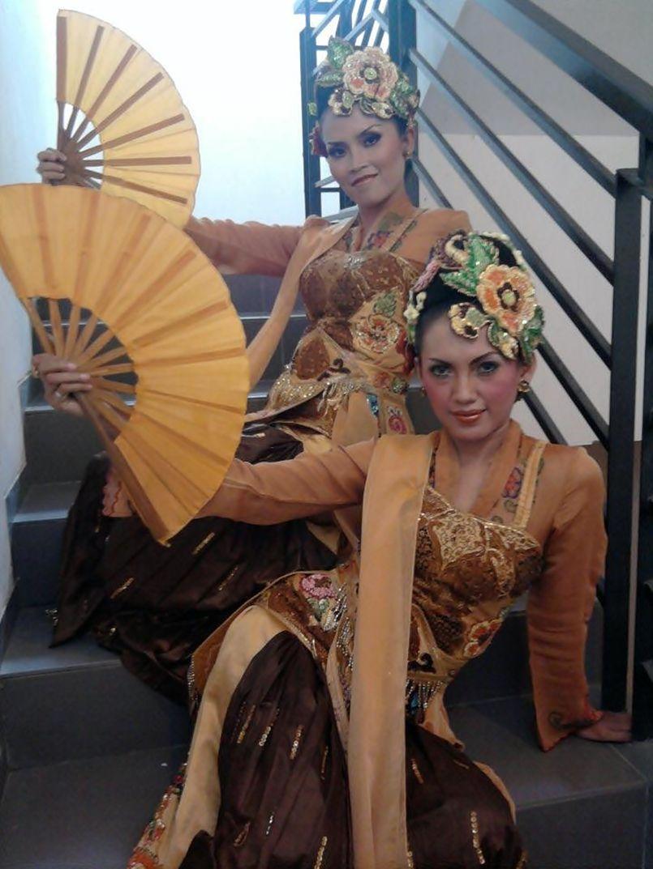 Mila Rika. Penari Tradisi. Sunda. Bandung