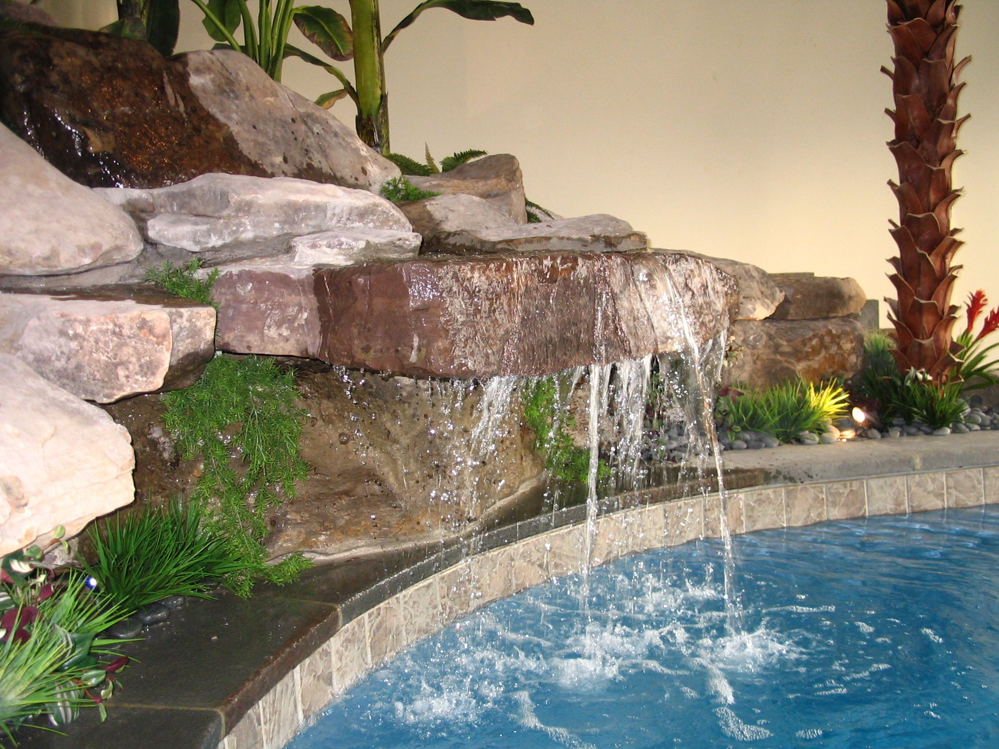 Aesthetic Indoor Waterfalls For Your House Decoration: Exotic Indoor  Waterfalls With Beautiful Small Garden