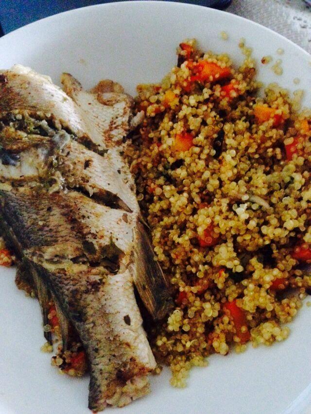 Quinoa -zanahoria picadita -culantro  -ajo sofreído en aceite de oliva  -ají rojo  -sal