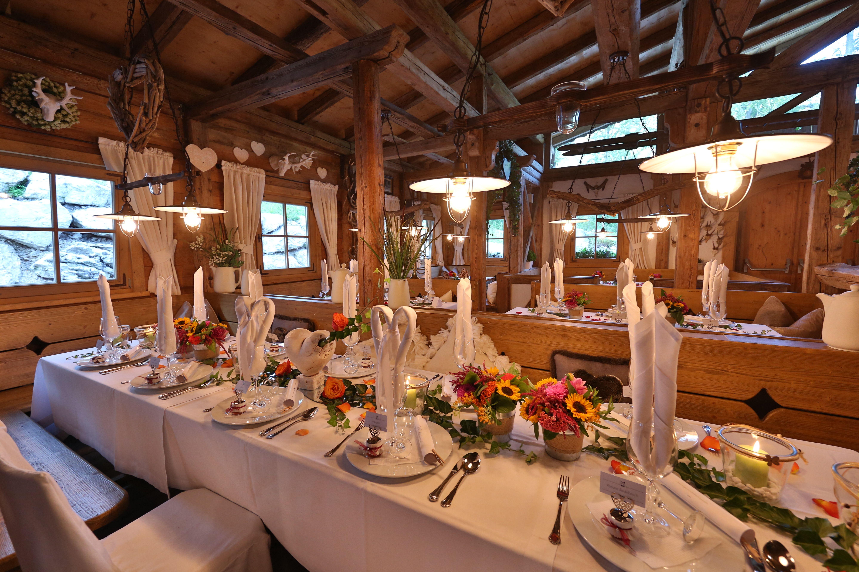 Almhütte am Tatzlwurm almhütte rustikal events Tatzlwurm Kulinarik Pinterest