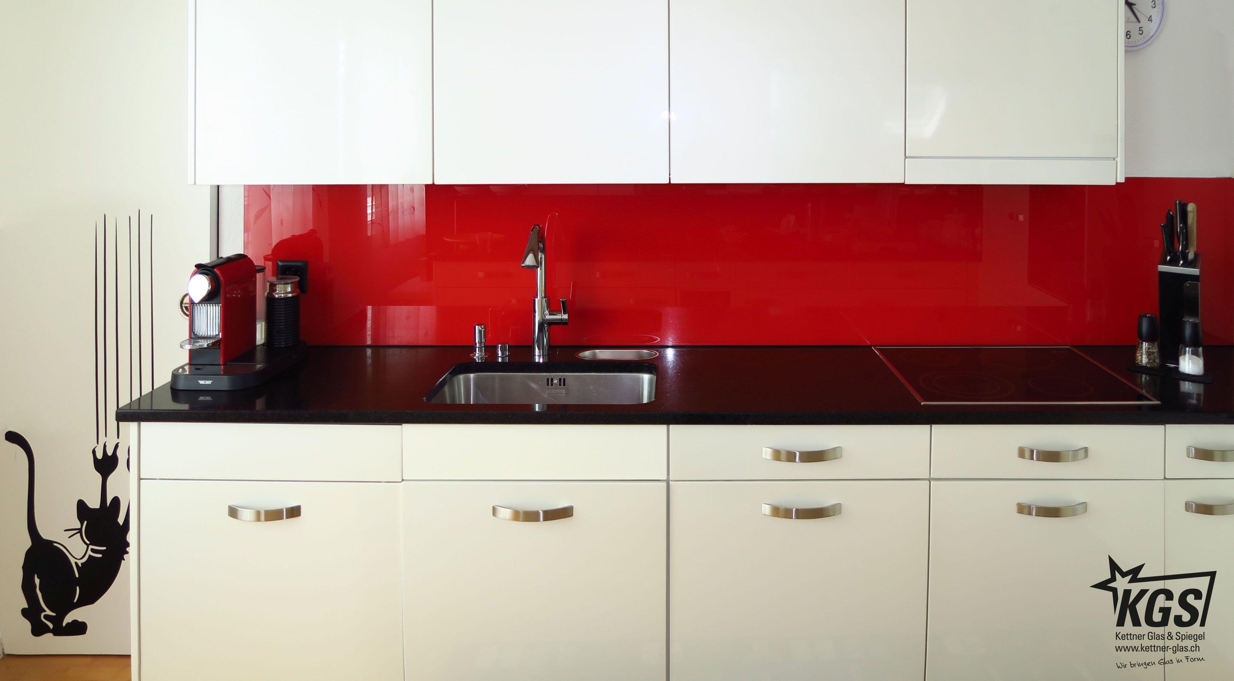 Rote Küchenrückwand mit RAL 3020-Lackierung. | Küchenrückwanf ...