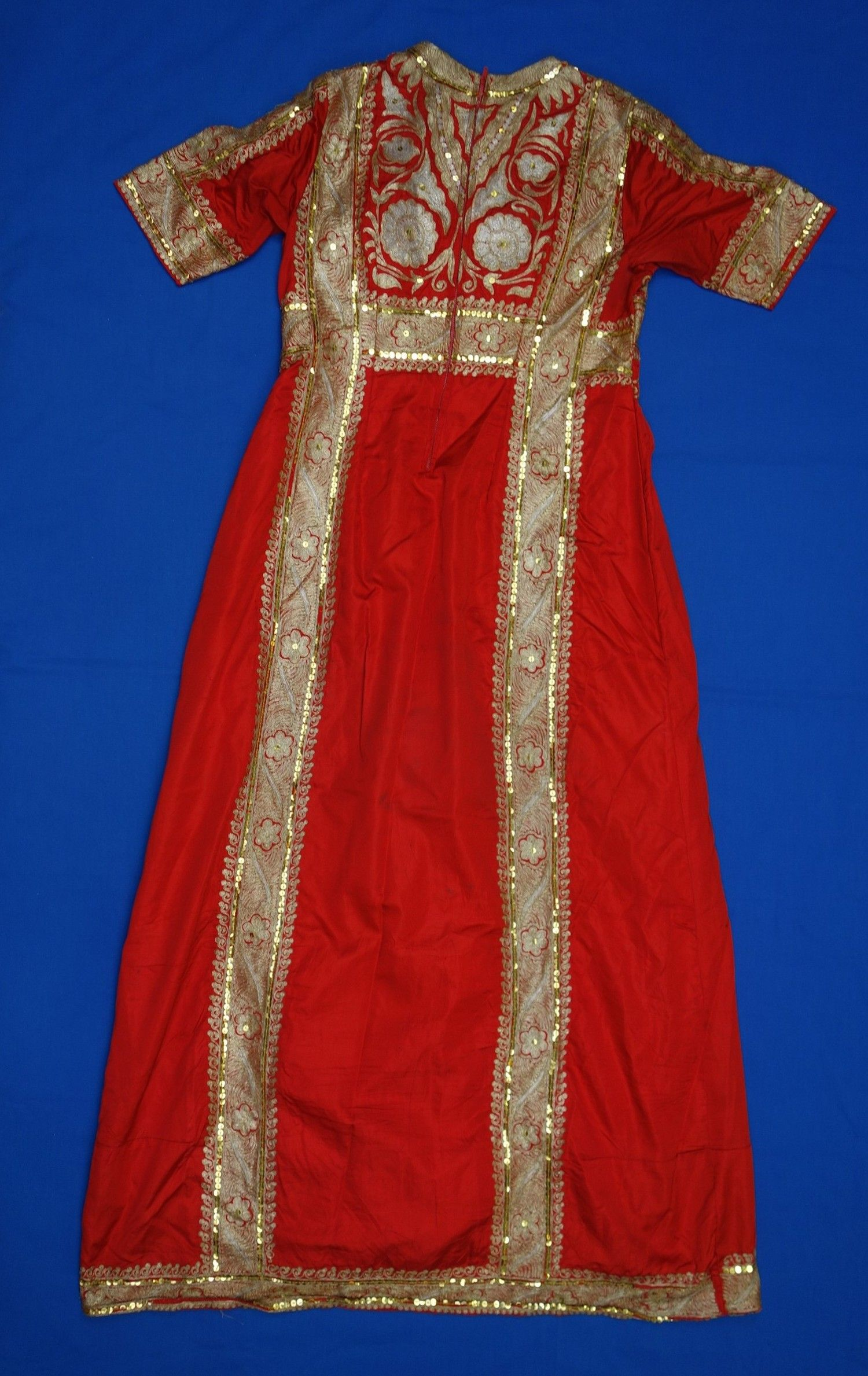 8ead37a5 Dress Size (cm):140 x 79, plus 2x sleeves of 26 Place of origin ...