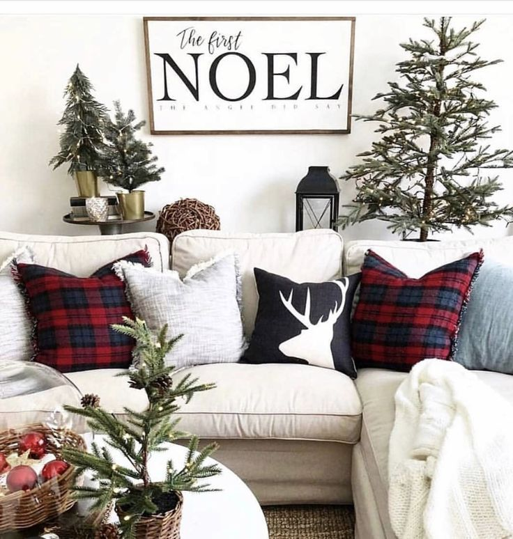 97 Farmhouse Christmas Decor Ideas For Your Home - Chaylor & Mads #farmhousechristmasdecor