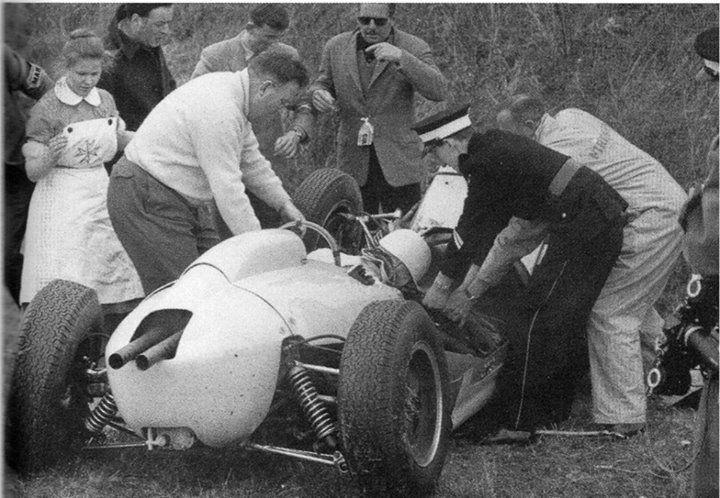 f1 O momento mais dramático da carreira de Stirling Moss o grave acidente na prova extracampeonato de Goodwood, 1962.
