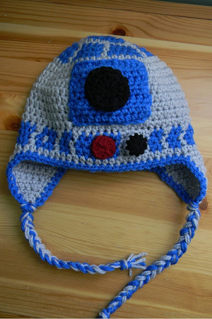 Free crocheted R2D2 (Star Wars) Earflap Hat  Pattern . Just made this for  my 4-year-old with white instead of grey. Very cute and an easy pattern to  follow. b4461bc89ba