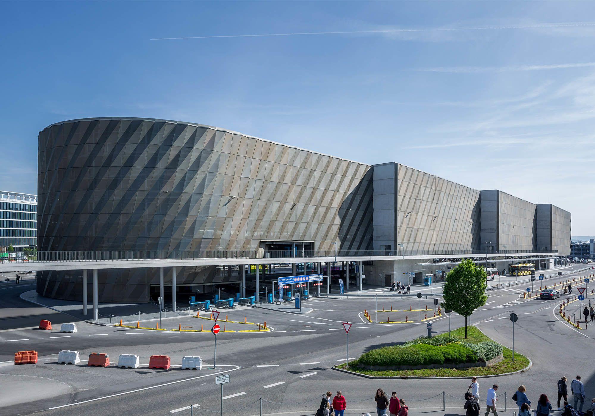 Sinnliches Relief Parkhaus Am Stuttgarter Flughafen Von Wulf Architekten Mit Bildern Wulf Architekten Architekt Parkhaus
