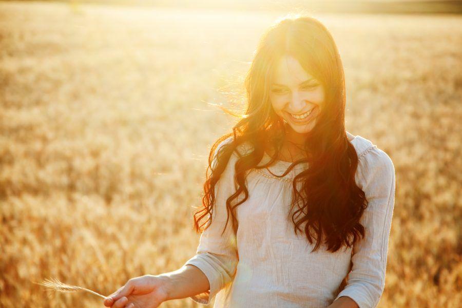 Ser feliz no es imposible, de hecho es un hábito que está a tu alcance. A continuación 12 consejos para alcanzar la felicidad y vivir mejor.