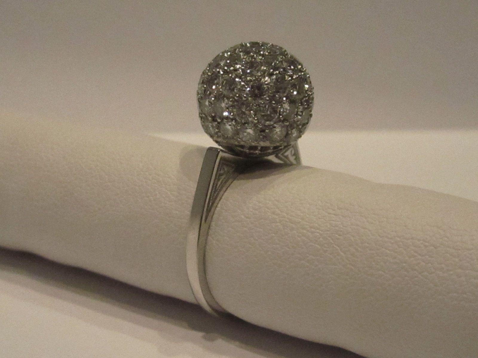 Anello stile Vintage in platino con diamanti taglio brillante.  Visitate il nostro sito www.easyoro.it e scoprirete tanti altri Gioielli...Vi aspettiamo!