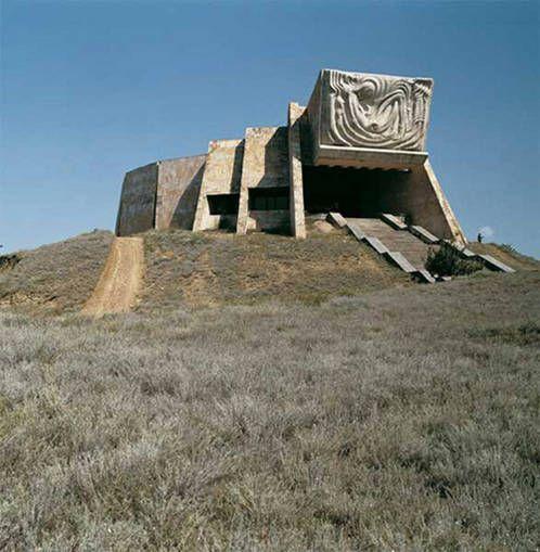 L Architecture Sovietique De Frederic Chaubin Architecture Batiments Insolites Architecture Futuriste