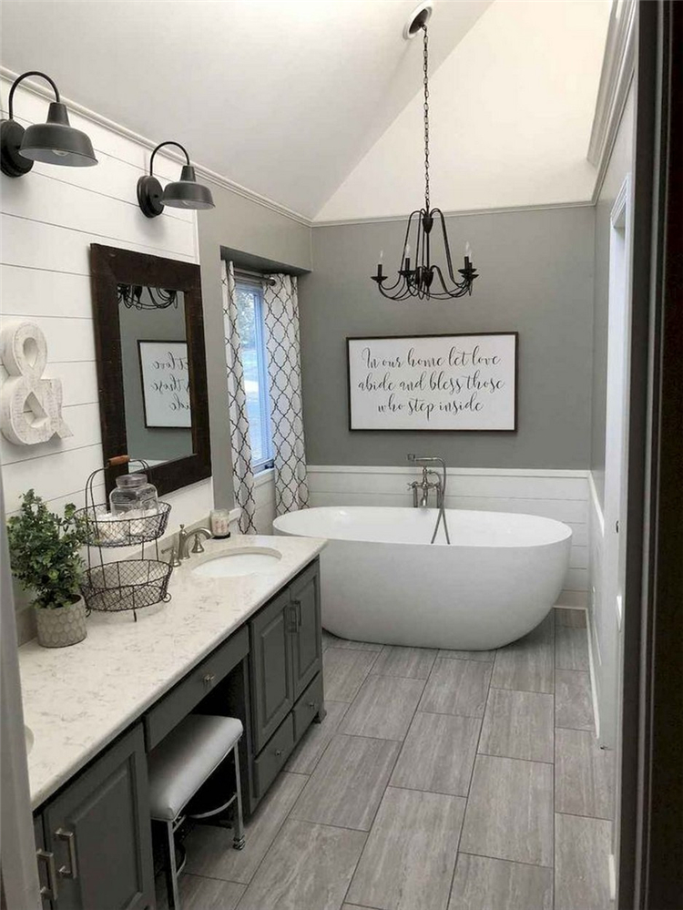 55 Chic And Modern Farmhouse Master Bathroom Decor Ideas You