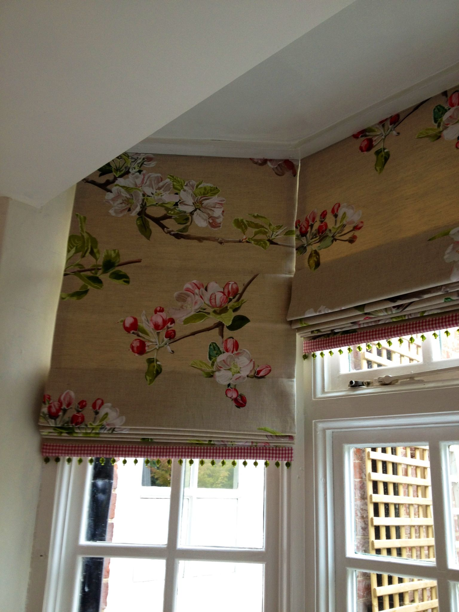 I love this fabric on these trimmed Roman shades in a bay ...