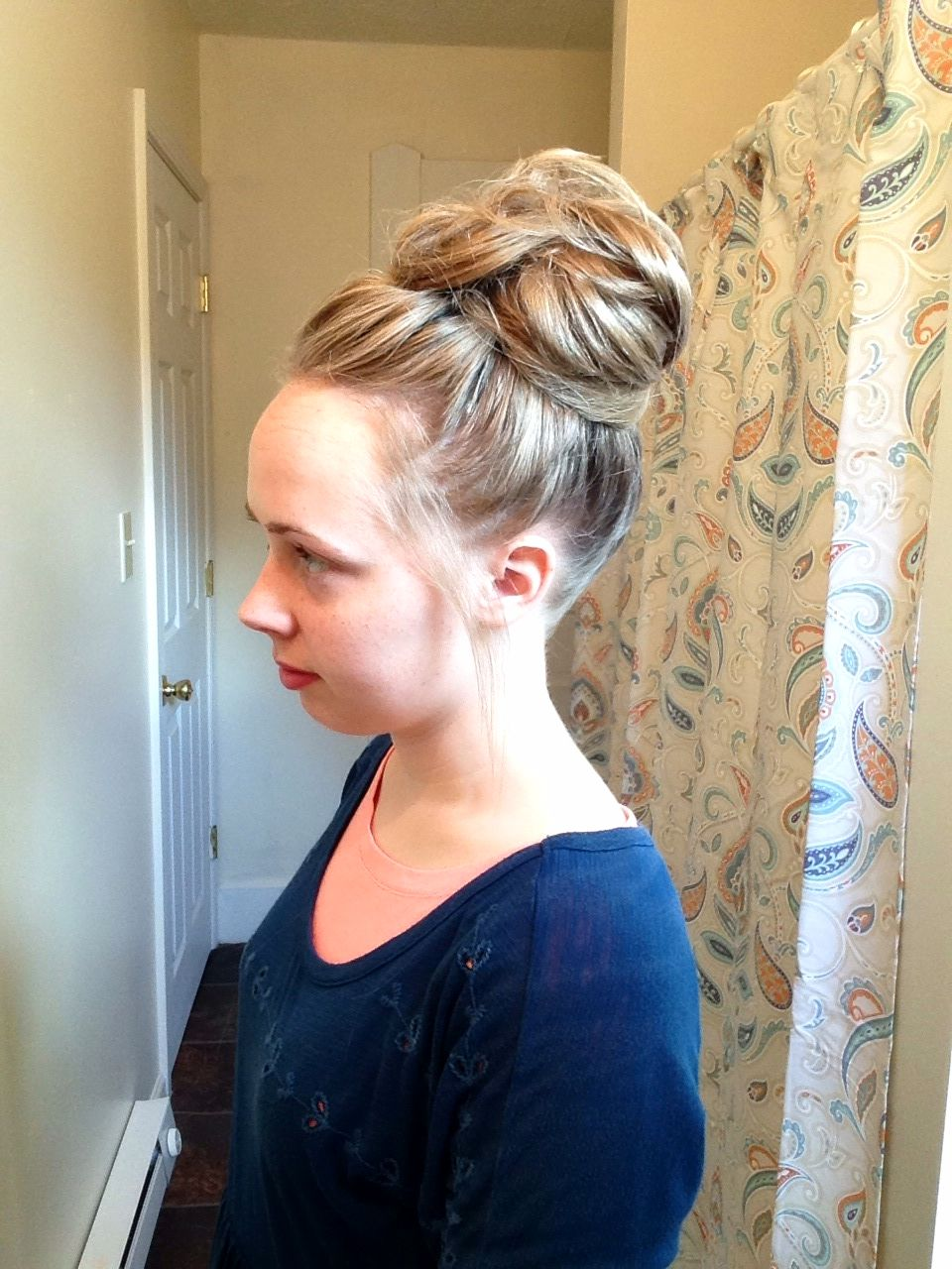 Quick And Easy Messy Bun For Ladies With Long Hair Hairdo For Long Hair Long Hair Styles Easy Hairstyles
