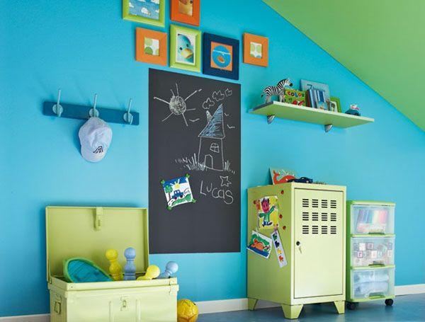 une peinture ardoise aimant e dans la chambre d 39 enfant. Black Bedroom Furniture Sets. Home Design Ideas