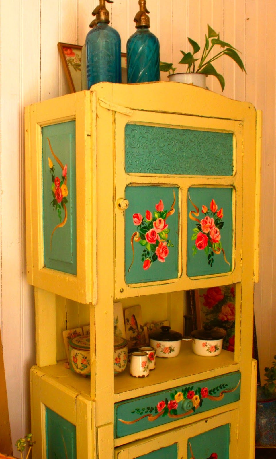las vidalas painted papered furniture pinterest paint furniture house and interiors. Black Bedroom Furniture Sets. Home Design Ideas
