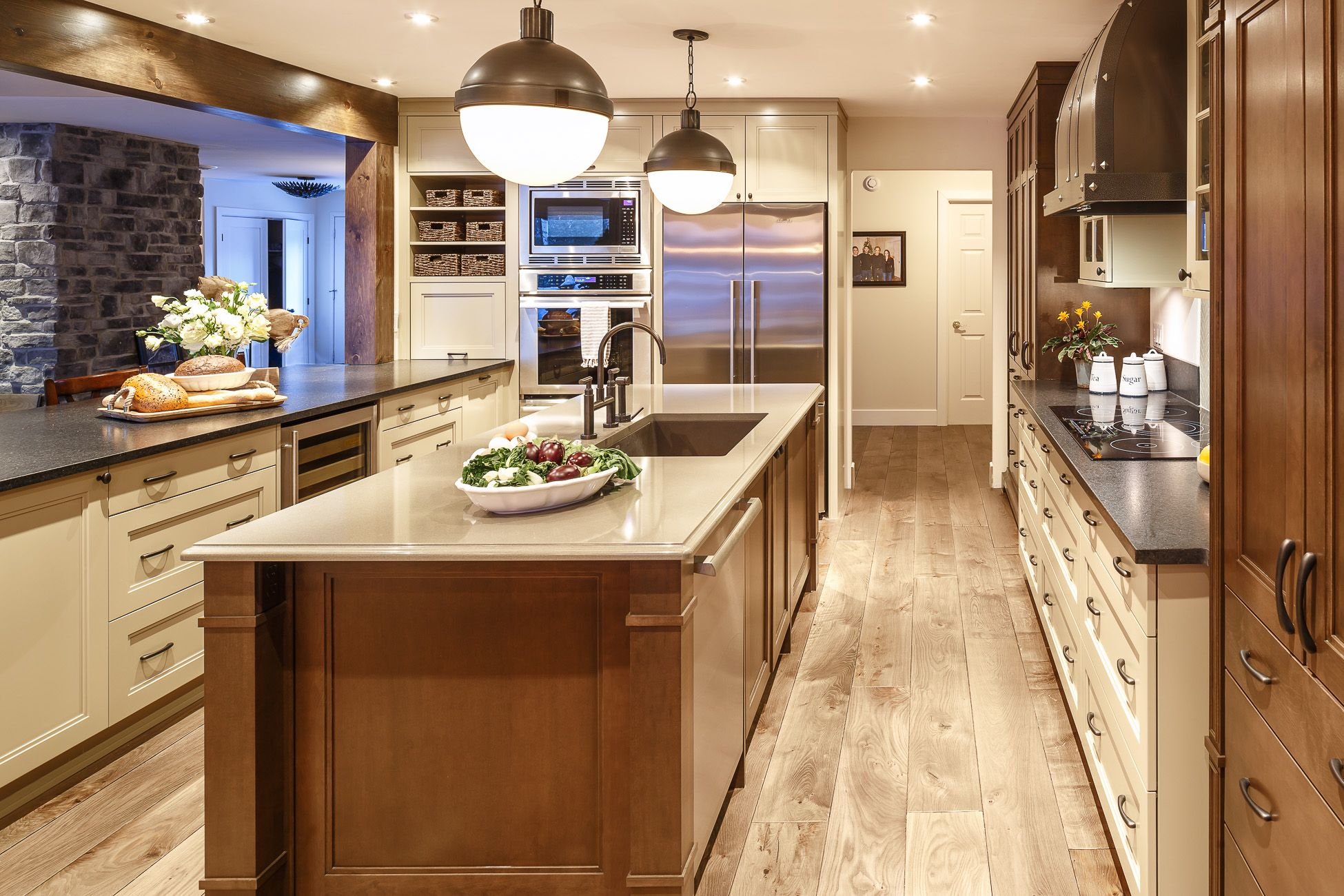 Amazing Cabinetry Contrast In This Beautiful Traditional Kitchen Amazing Kitchen Designer Ottawa Decorating Inspiration
