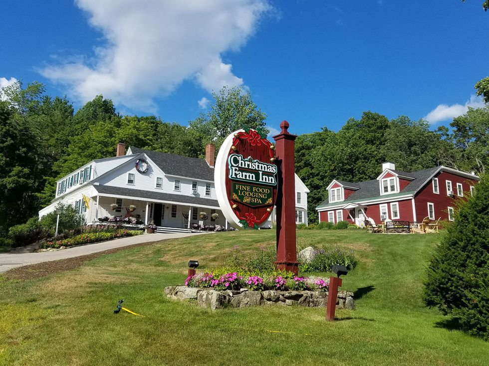 Book It Now Because This Charming Inn Is The Best Place To Spend Christmas Christmas Farm Christmas Place Vacation Trips