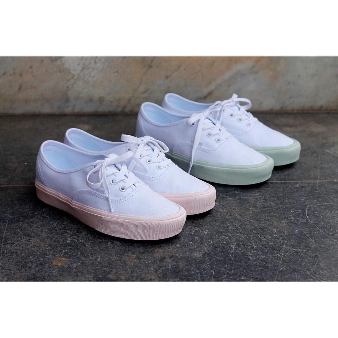 8309745862 Vans Authentic Lite in white combined with some pop pastel colors in pink  and blue.