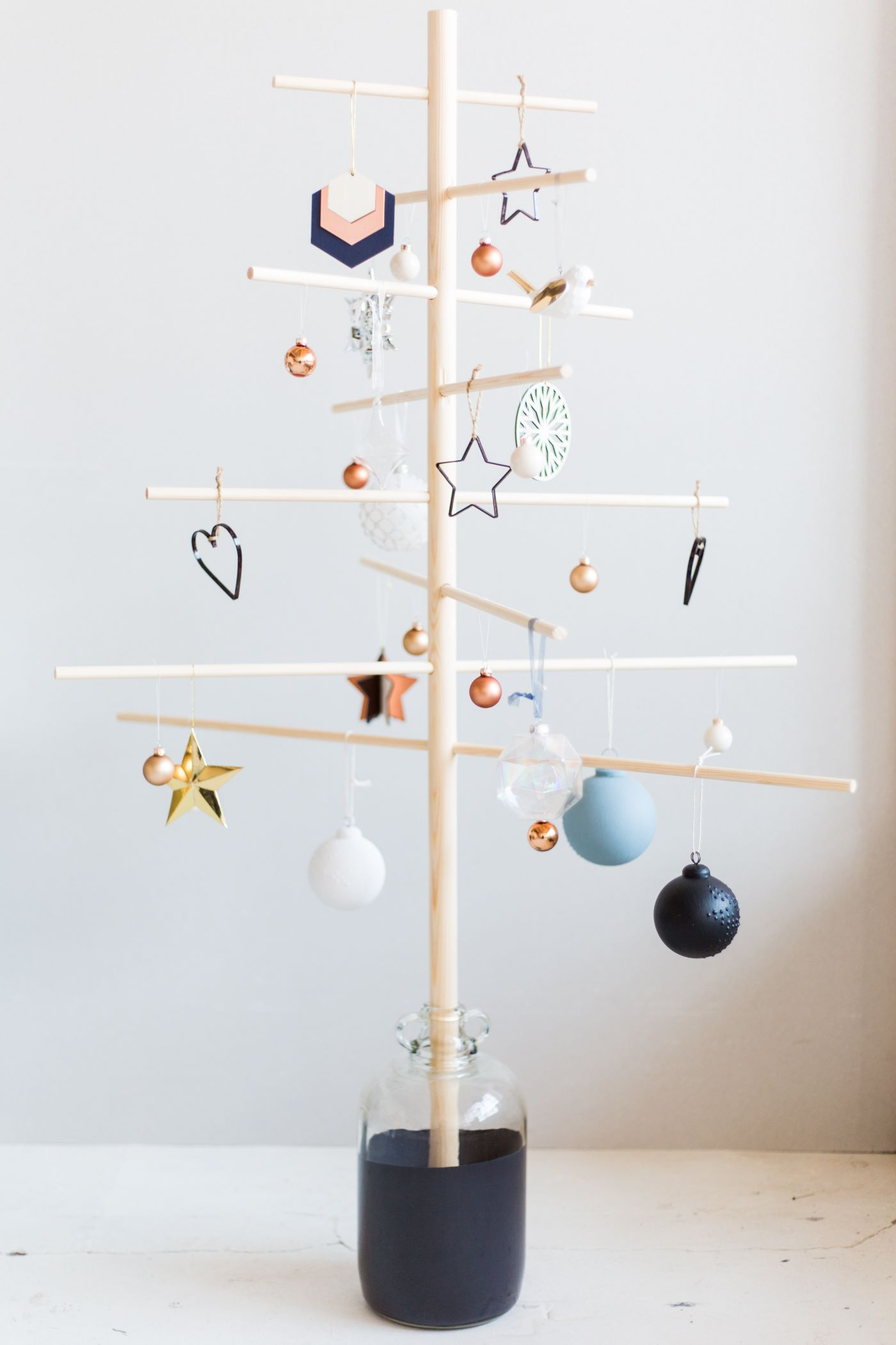 Diy Minimalist Wooden Christmas Tree Fall For Diy Wooden Christmas Trees Alternative Christmas Tree Minimalist Christmas