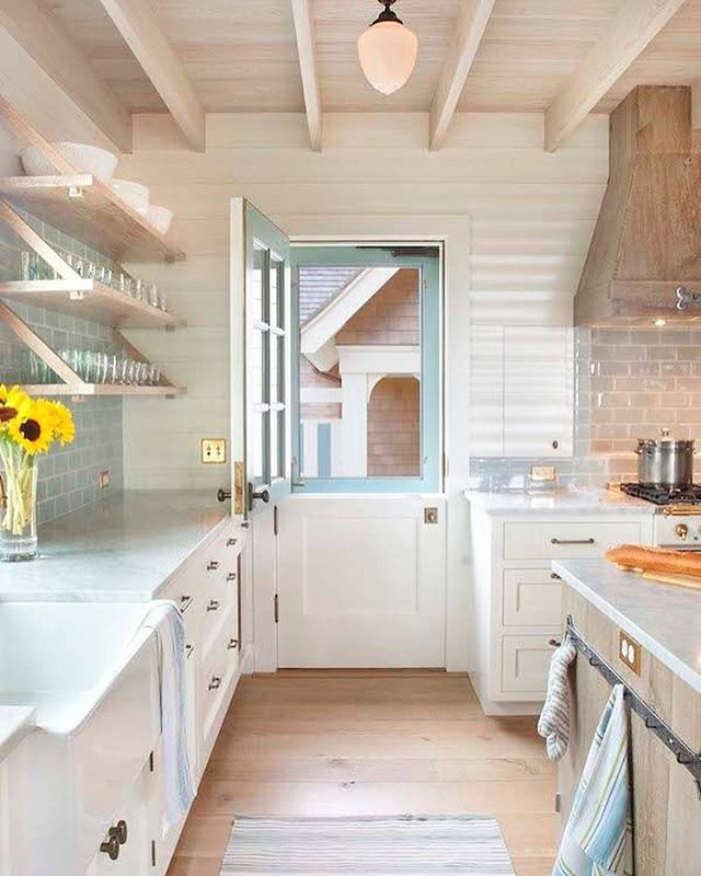 Cottage Galley Kitchen: Weekend Sale Details Are Up On Beckiowens.com And They Up To 50% Off. Loving This Bright Coastal