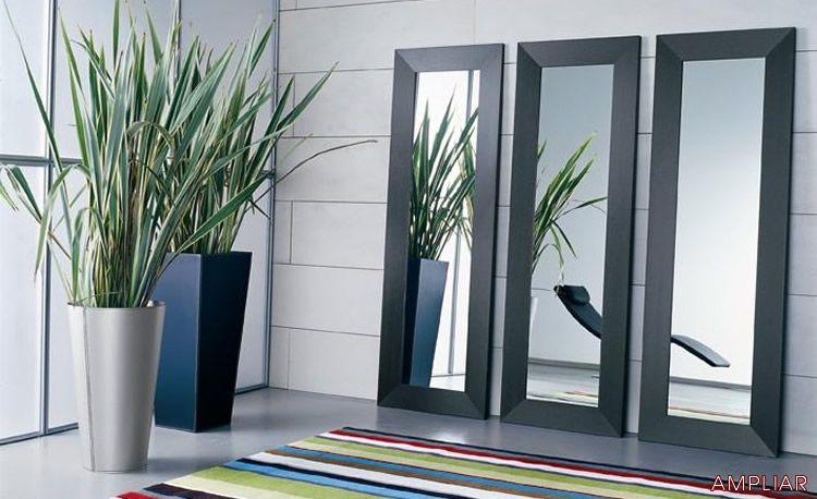 los espejos dan amplitud a los espacios y es un toque siempre elegante y moderno en esta presentacion de tres.