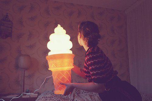 Giga sorvete encantador da iluminação de interiores.