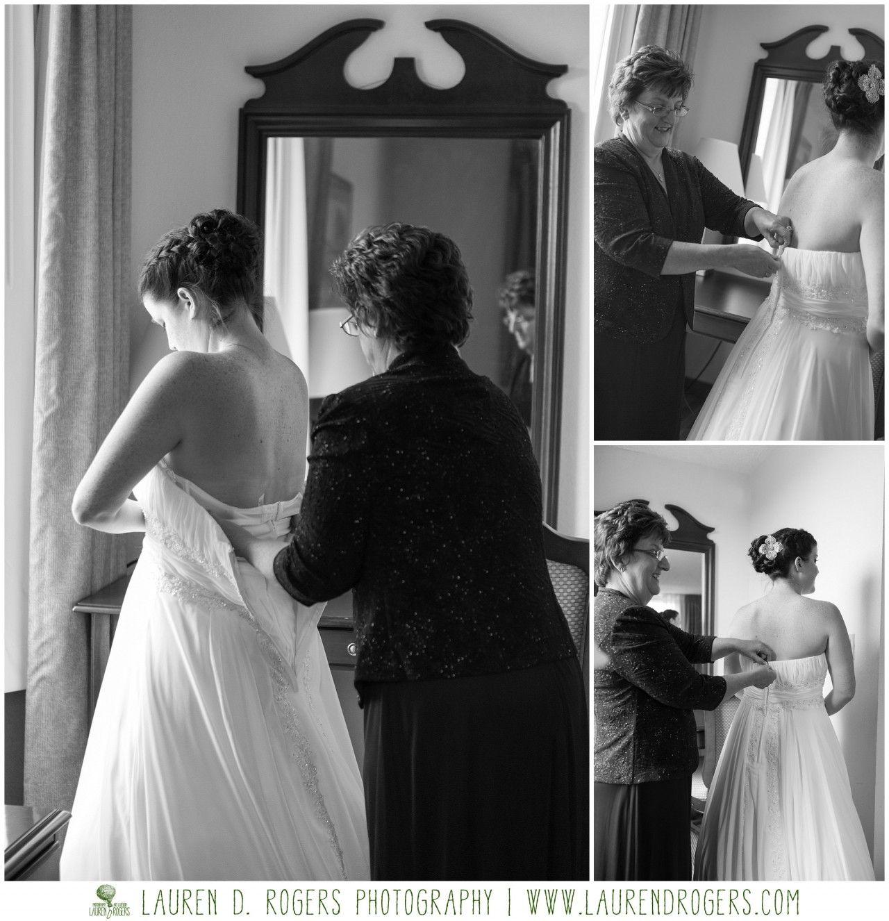 must have wedding photos, mother daugher wedding pictures, Virginia wedding, rustic barn wedding inspiration, Frontier Culture Museum wedding, Lauren D. Rogers Photography