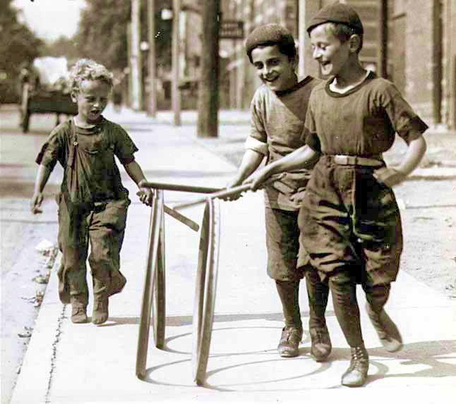 Ninos Jugando En La Calle Buscar Con Google Antiques Jeux