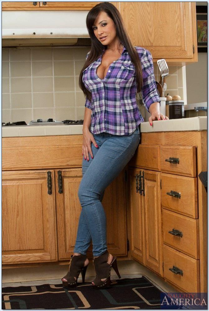 Lisa Ann In The Kitchen Porno
