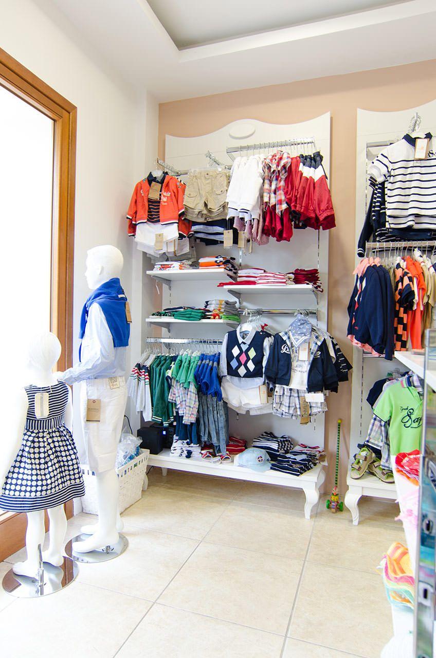 5ff4f52beead Σχεδιασμός και εξοπλισμός καταστήματος παιδικής ένδυσης | TWEETY |  SAVOPOULOS Shop Fitting