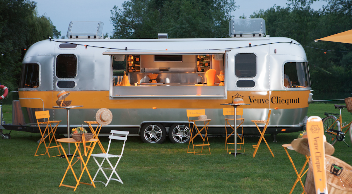 airstream am nag pour veuve clicquot design caravane airstream vans vans pinterest. Black Bedroom Furniture Sets. Home Design Ideas