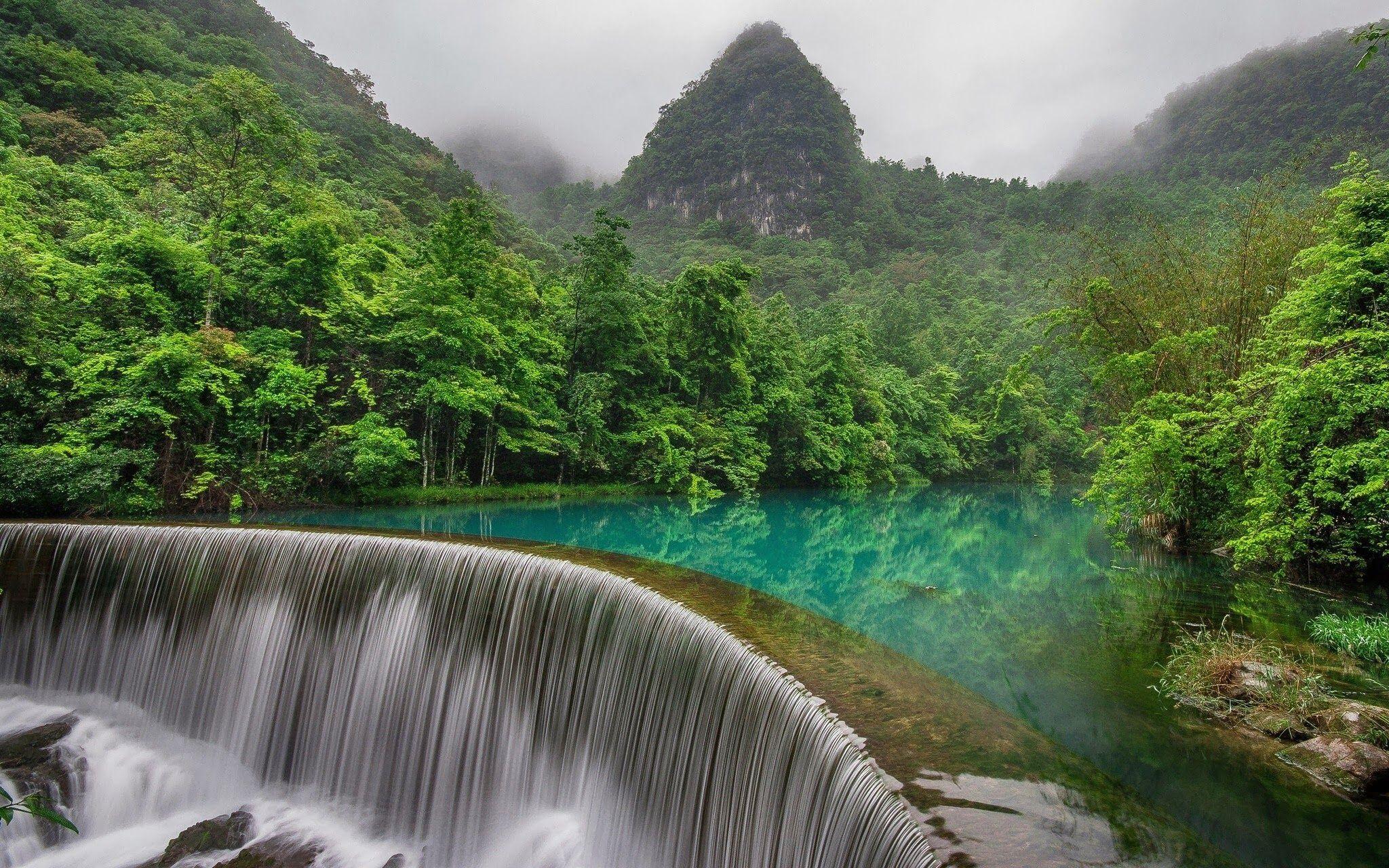 Spettacolari cascate in Cina, provincia di Guizhou. Una terra immensa, estrema, piena di meraviglia e meraviglie