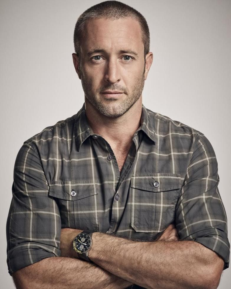 Looking Right At Us Yummy New S8 Promo Photoshoot Pic Fresh From Spoiler Tv H50 Alexoloughlin Supermaninplaid Alex O Loughlin Hawaii Five O Alex