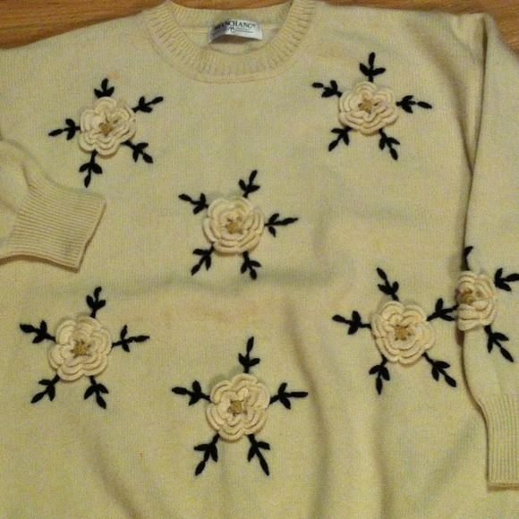 Wool sweater mint condition 100% Wool, handmade embroiders, has a small stain as shown on 4th picture size M to L Sweaters