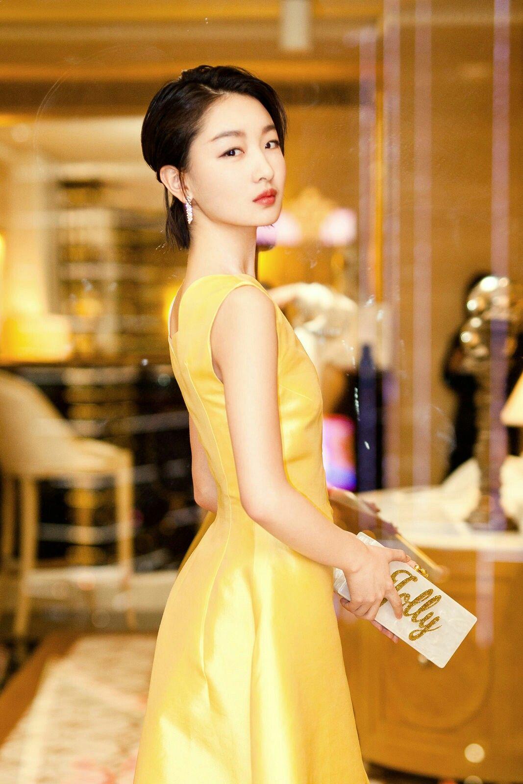 Dongyu Zhou Nude Photos 17