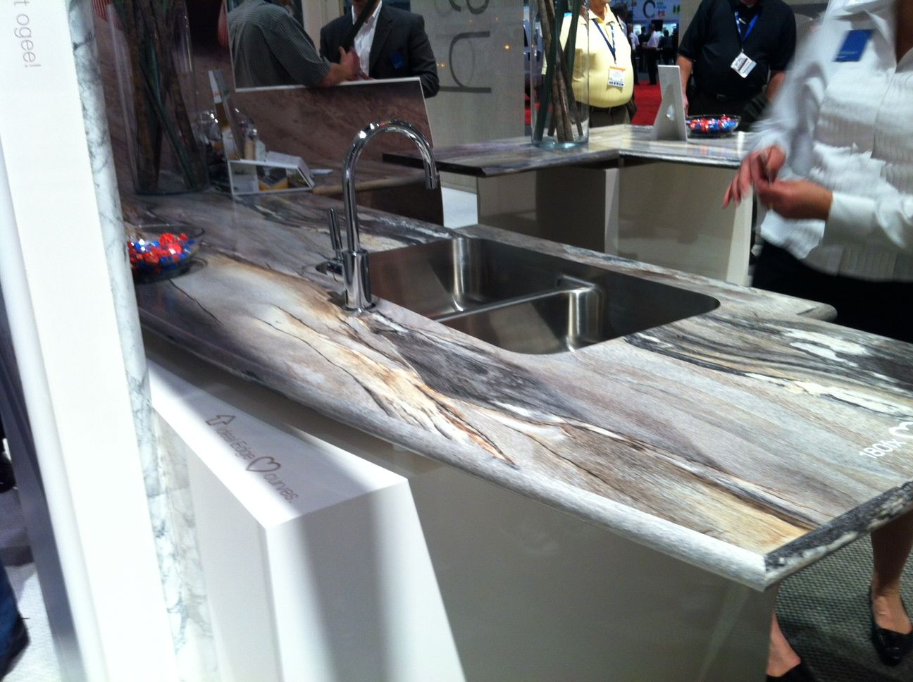 Best 180Fx Idealedge By Formica Beautiful Curved Countertops 400 x 300