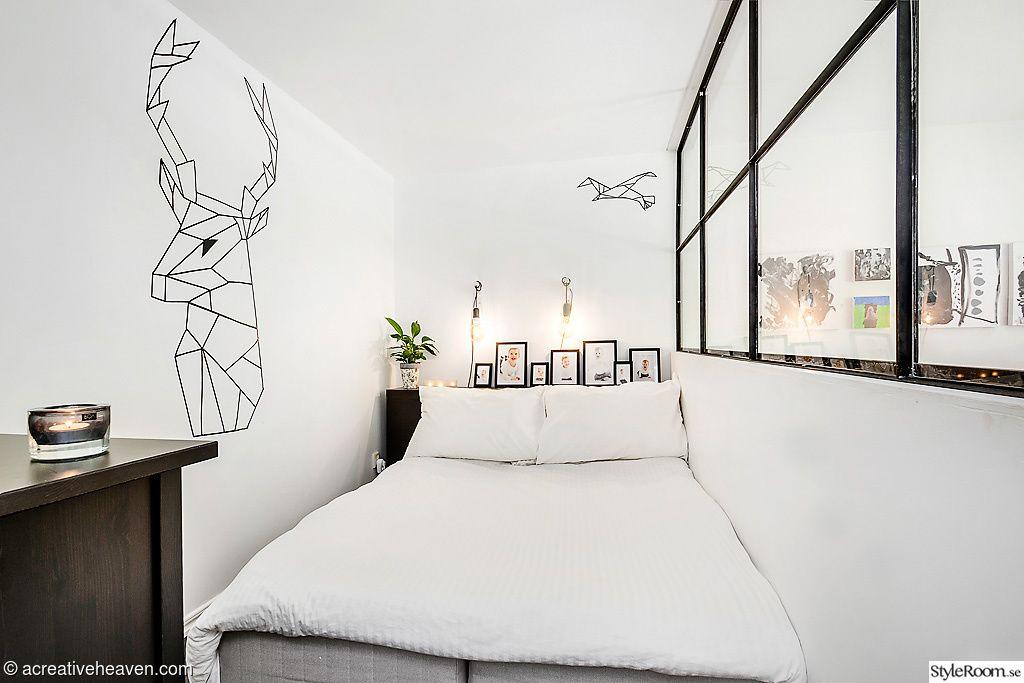 sovrum,rumsavdelare,compact living,väggmålning,svart