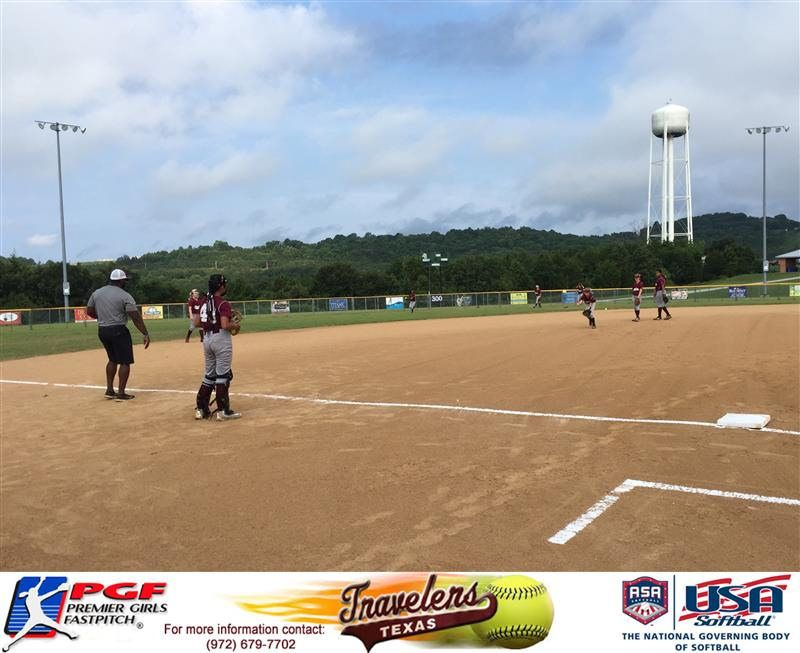 TX Travelers warming up before their first pool play game