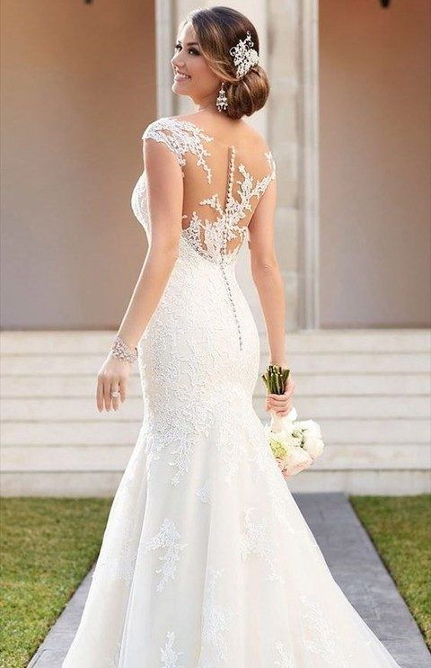 Classic Wedding Dresses You Won\'t Hate 20 Years From Now | Brides