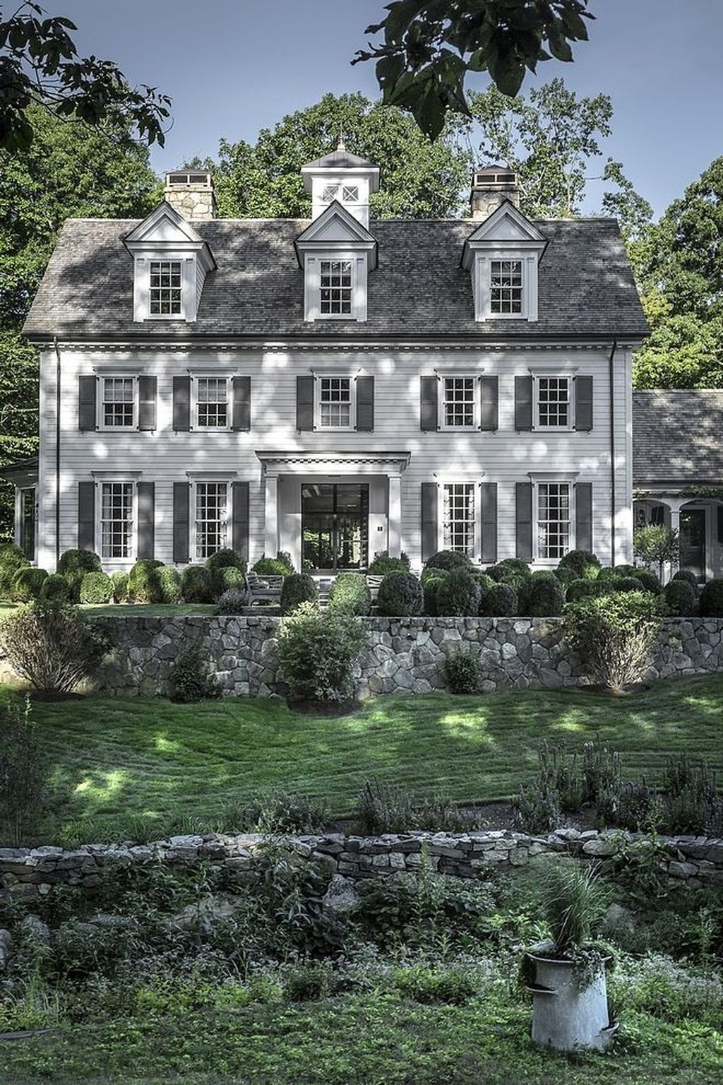 40 Incredible Home Exterior Design Ideas That Can Be Yours In 2020 Colonial House Exteriors Modern Farmhouse Exterior Farmhouse Exterior