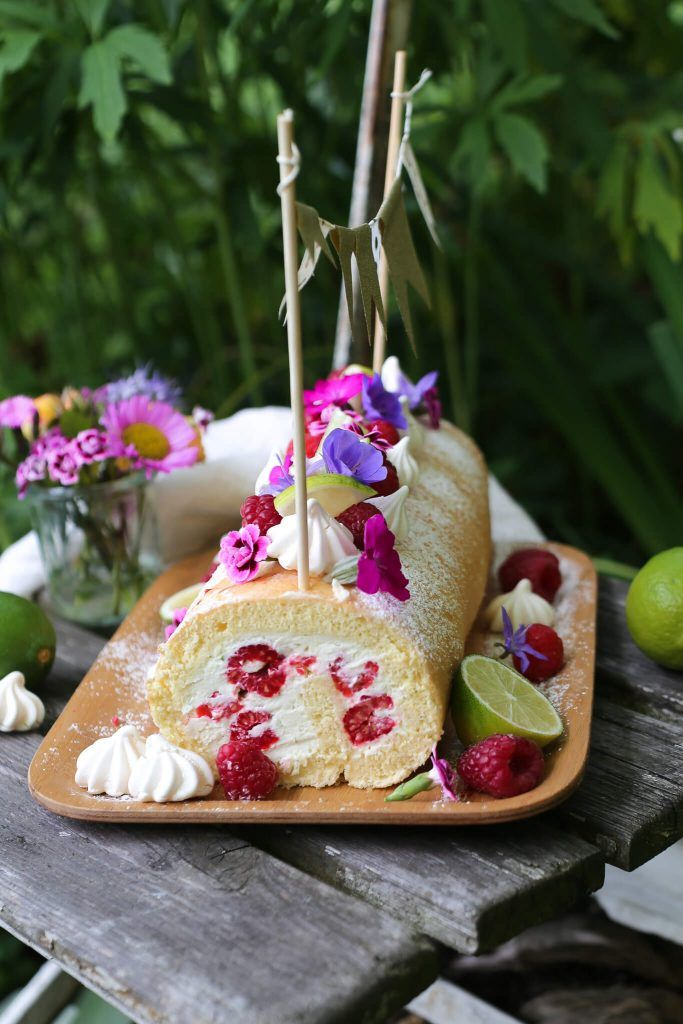 Himbeer-Mascarpone-Biskuitrolle mit Limette & einem Hauch Holunderblüte – La Crema
