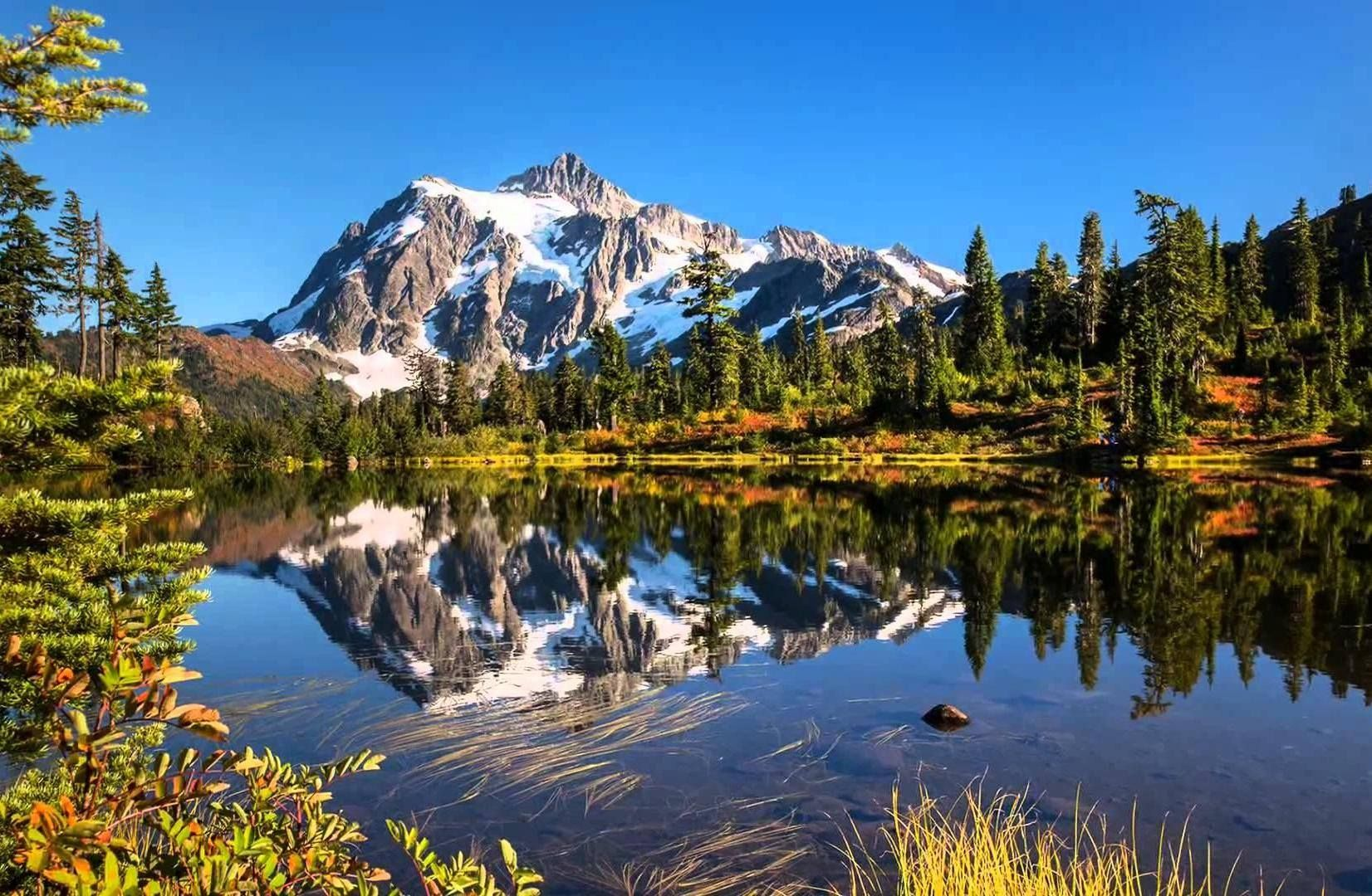Monte Shuksan nel lago Highwood Heather Meadows, Mount Baker Wilderness, Washington,USA ©Ph.Ris